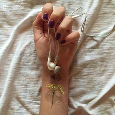 мило, сделай сам, известное, цветы, девушка, рука, наушники, эл эй, любовь, музыка, лак для ногтей, Tumblr