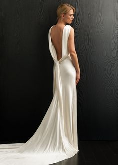 KleinfeldBridal.com: Amanda Wakeley: Bridal Gown: 32942500: Sheath: No Waist/Princess Seams