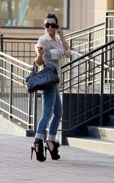 love the top and jeans...not so much the shoes.