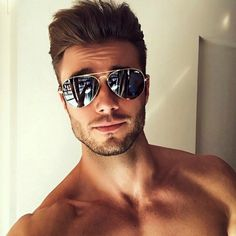 9 of the Most Iconic Sunglass Styles For Men Beautiful Men Faces, Gorgeous Men, Male Face, Attractive Men, Beard Styles, Cute Guys, Cute Men, Haircuts For Men, Mens Sunglasses