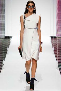 Le défilé Christian Dior croisière 2015 http://www.vogue.fr/mariage/inspirations/diaporama/croisiere-en-blanc-1/19489/image/1030881