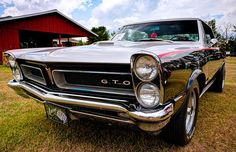 25 great muscle cars worth collecting http://www.driving.ca/research-car/news/photos/Gallery+great+muscle+cars+worth+collecting/8770140/story.html
