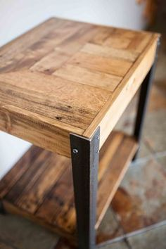 Hand made side table created out of repurposed pallet wood and metal legs. The wood is sanded lightly, very smooth to the touch, but the nicks, nail holes and patina are left to give it nice, worn…More Recycled Pallets, Wooden Pallets, Pallet Wood, Wood Pallet Tables, Wooden Sheds, Pallet Couch, 1001 Pallets, Barn Wood, Diy Pallet Projects