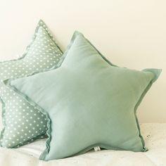 Cojín con forma de estrella verde para cama o cuna