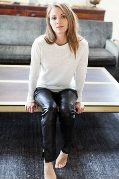 Black Leather Pants with White Top Black Leather Jeans, Black Pants, Leather Pants, Girl Fashion, Womens Fashion, Mode Inspiration, Casual Chic, Autumn Winter Fashion, Street Style