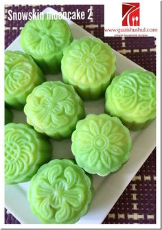 Snow Skin Mooncake without Gao Fen and Vegetable Shortening (没有白油及糕粉的冰皮月饼) Asian Desserts, Just Desserts, Asian Recipes, Chinese Celebrations, Mooncake Recipe, Glutinous Rice Flour, Springerle Cookies, Custard Filling, Cake Fillings
