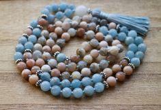 Moonstone and Aquamarine Knotted Mala  108 Healing por YogaDotOm