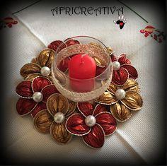 AFRICREATIVA: CENTROTAVOLA con fiori rosso e oro (riciclo CIALDE DEL CAFFÈ)