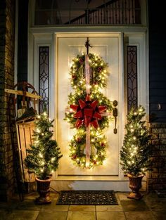 Get your home ready for Christmas with these 25 Christmas Porch Decorating Ideas. Beautiful Christmas porch ideas that are simple and budget friendly! Indoor Christmas Decorations, Christmas Wreaths To Make, Noel Christmas, Simple Christmas, Christmas Cactus, Magical Christmas, Rustic Christmas, Christmas Movies, Homemade Christmas