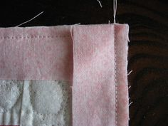 Tutorial – Quilt Binding with Mitered Corners – Wendy's Knitch Quilting Tips, Quilting Tutorials, Hand Quilting, Beginner Quilting, Machine Quilting, Quilting Projects, Sewing Mitered Corners, Quilt Corners, Techniques Couture