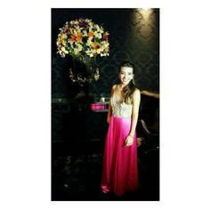 Lívia de Souza com vestido de festa da Raquel de Queiroz em sua formatura
