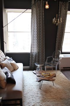 Graphic Curtains + Sofa ohne Lehnen! plus I Love the couchtable and the Lamp <3