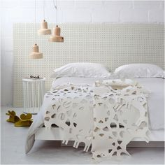 Look at that lace blanket!
