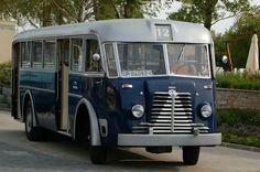 Rába Tr-5, az Ikarusok előfutára. Szembeötlő a hasonlóság az IK 60-assal. Nem véletlenül ezt a típust használták a FAÜ csuklósok pótkocsi részének készítéséhez. Busa, Bus Coach, Trucks, Commercial Vehicle, Old Cars, Budapest, Cars And Motorcycles, Coaching, History