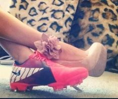 i think this is so cute for any sport.prom day, homecoming, wedding, etc But on a different note, her cleats are probably the prettiest I've ever seen. It would've been better if they were pretty pink sparkly softball cleats. Senior Pictures, Softball Pictures, Graduation Pictures, Prom Pictures, Dance Pictures, Cheer Pictures, Soccer Wedding, Prom Photography, Softball Photography