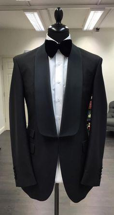 Tuxedo Shoes – White Jeans For Men Mens Tuxedo Jacket, Tuxedo For Men, Tuxedo Jackets, Tuxedo Coat, Grey Tuxedo, Party Wear Blazers, Mode Bcbg, Designer Suits For Men, Slim Fit Jackets