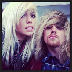 This is why I love Tonight Alive, Cam and Jenna are team Emo Extremo Tonight Alive, Emo, Music Videos, Singer, People, Bands, Singers, Emo Style, Band