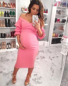 Maternity dress: Susan Thomas – I wear a US size (This would be perfectttttt for a baby shower dress or special occasion! Boohoo Maternity, Maternity Wear, Maternity Fashion, Maternity Dresses, Maternity Clothing, Baby Bump Style, Mommy Style, Pregnancy Looks, Pregnancy Outfits