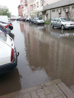 """Fotografii de la cititori: Proasta canalizare stradala din Focsani a facut din oras un loc de """"plutit"""" cu barca.... Vehicles, Car, Vehicle, Tools"""