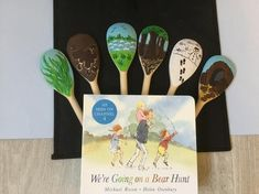 Handmade story sack We're Going on a Bear Hunt Giraffes Cant Dance, Story Sack, Baby Shark Song, Story Retell, Book Baskets, Small World Play, Story Of The World, Dramatic Play, Hand Illustration