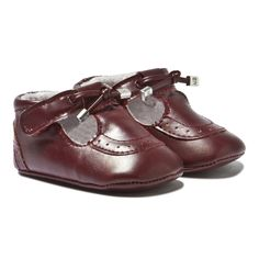 Keep their tiny feet warm in style with these adorable burgundy brogue crib shoes from Mayoral. These precious shoes feature intri