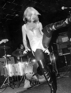 Debbie Harry at New York City punk mecca Max's Kansas City, by Chuck Pulin. Blondie Debbie Harry, Brigitte Bardot, New Wave, We Will Rock You, Women In Music, Rock Chick, Rockn Roll, Music Icon, Music Music