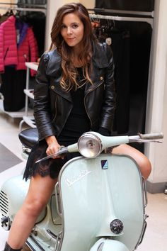 Fashionable Vespa Your new day by day respectable clothed scooter women clothed Day by day Women Fashionable respectable Vespa Motor Scooters, Vespa Bike, Motos Vespa, Piaggio Vespa, Scooter Motorcycle, Scooter Girl, Grid Girls, Mopar, Foto Picture