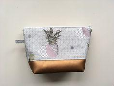 """Schminktäschchen - Kulturtasche - Kosmetiktasche """"Colorful Pineapple"""" - ein Designerstück von Feito-a-mao bei DaWanda"""