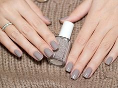 Essie nail polish, color: Master Plan (the perfect neutral gray / griege creme) - The most beautiful nail designs Gray Nails, Love Nails, Glitter Nails, How To Do Nails, Fun Nails, Pretty Nails, Gray Nail Polish, Matte Nails, Acrylic Nails