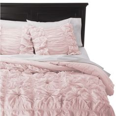 http://www.2uidea.com/category/Queen-Comforter-Set/ I'm not completely sure how I feel about all of these ruffles but I kinda like them.