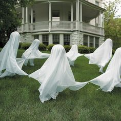 Creepy Staked Yard Ghosts-Use helium balloons and get more movement!  Ooooohhh.