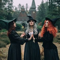 Best Ideas For Fashion Photography Forest Witches Halloween Fotografie, Dark Fantasy, Witch Photos, Witch Coven, Halloween Photography, Witch Costumes, Witch Cosplay, Season Of The Witch, Modern Witch