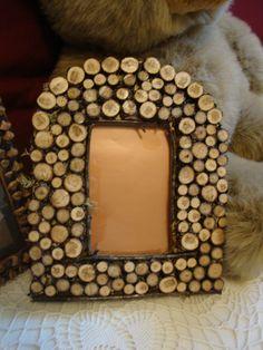 fotolijstje maken met houtplakjes (te koop op: www.houtspel.nl )
