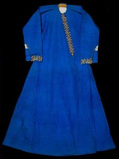 Long sleeved dress which may have belonged to Fatma Sultan, bride of Mustafa III. 18th century