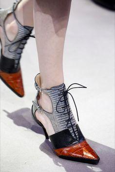 Slick Shoes Christian Dior Parigi - Collezioni Autunno Inverno 2016-17 - Dettagli - Vogue