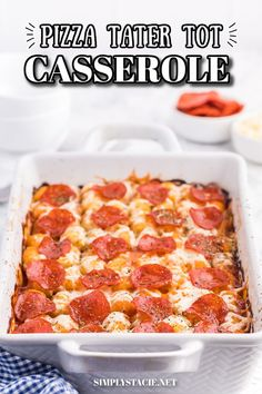 Pizza Tater Tot Casserole - This recipe is a surefire hit with kids and kids at heart. With a tater tot base, topped with all of your family's favourite pizza flavours, this is a great alternative for pizza night! Favourite Pizza, My Favorite Food, Favorite Recipes, Casserole Recipes, Soup Recipes, Cooking Recipes, Pizza Flavors, Tater Tot Casserole, Yummy Appetizers
