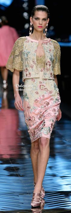 Floral Valentino Dress Farewell show Couture Fashion, Runway Fashion, High Fashion, Fashion Show, Fashion Outfits, Womens Fashion, 70s Fashion, Valentino Dress, Valentino Couture