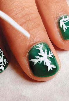 #glamnailsbook #glamnailstudio #letitsnow #holidaynails #snowflake