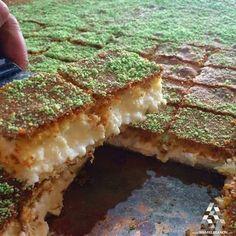 Maa'moul B ashta,syrian Lebanese Desserts, Lebanese Recipes, Arabic Dessert, Arabic Sweets, Middle Eastern Desserts, Arabian Food, World's Best Food, Eastern Cuisine, Desert Recipes