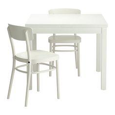 IKEA - BJURSTA / IDOLF, Stůl a 2 židle, , Jídelní stůl se dvěma výsuvnými deskami s místem pro 4 osoby; velikost stolu můžete nastavit podle potřeby.Výsuvné přídavné desky slouží jako praktická pracovní plocha a uloženy jsou jednoduše na dosah pod deskou stolu.Lakovaný povrch snadno očistíte jeho otřením.Tvarované opěradlo vám zajistí větší pohodlí při sezení.