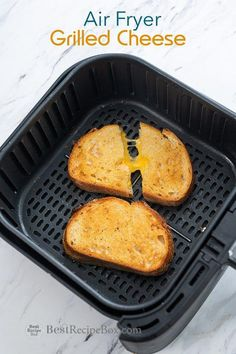 Air Fryer Grilled Cheese Sandwich tha'ts so easy and the best! Learn how to make grilled cheese sandwich in the air fryer Air Fryer Grilled Cheese Sandwich tha'ts so easy and the best! Learn how to make grilled cheese sandwich in the air fryer Air Frier Recipes, Air Fryer Oven Recipes, Air Fryer Dinner Recipes, Air Fryer Recipes Vegetarian, Vegetarian Food, Air Fryer Chicken Recipes, Air Fryer Recipes Grilled Cheese, Air Fryer Recipes Gluten Free, Air Fryer Recipes Potatoes