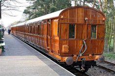 Beuatiful Wooden train...Quad-Articulated Coach - Pixdaus