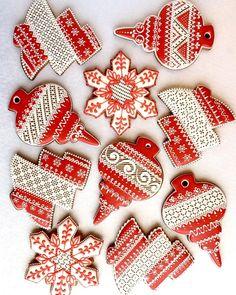 Пряничные игрушки #расписныепряники#новогодниепряники#christmasgingerbread#decoratedgingerbread#decoratedcookies#christmascookies#galletasdecoradas#artcookies#royalicingcookies#piparkukasriga