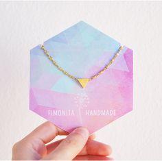 mi collar mini preferido de todos.   Tiny triangle necklace