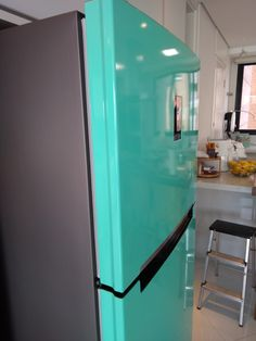 Envelopamento de geladeira na cor verde tiffany. Tiffany, Cabinet, Storage, Furniture, Home Decor, Diy House Decor, Colors, Clothes Stand, Purse Storage