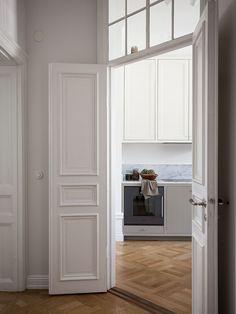 Historiska hem Hallway Inspiration, Interior Design Inspiration, Dream Apartment, Apartment Living, French Doors Bedroom, Barbie Dream House, Home Fashion, Home Decor Styles, Kitchen Interior
