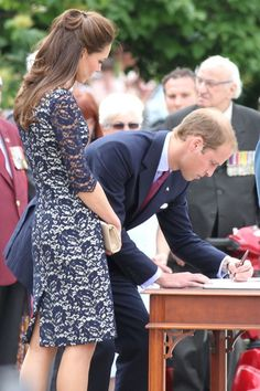 Kate Middleton - Prince William and Kate Middleton at the National War Memorial