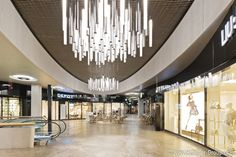 """Even though the Award for Building Culture of the metropolitan region Munich went to another project, """"Hofstatt München"""" received a special recognition for quality and building culture during planning and construction. During the construction phase of the shopping and office complex, Lindner was contracted with the interior fit-out of the rental areas and the construction of plasterboard ceilings in the arcade. Congratulations to all parties involved in the construction!"""
