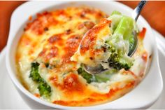 Gratin recipes are ideal for your holiday table. These one-dish meals have a brown and bubbly crust on top and are easy to make and serve for a crowd. Diabetic Recipes, Low Carb Recipes, Cooking Recipes, Healthy Recipes, Simple Recipes, Broccoli Gratin, Broccoli Bake, Vegetarian Casserole, Casserole Recipes