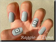 Raggio di Luna Nails: Mosaic: Framed little dot